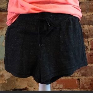 Soft and comfy shorts, drawstring and pockets